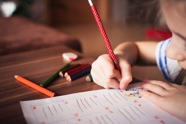 dzieci prezent rysowanie