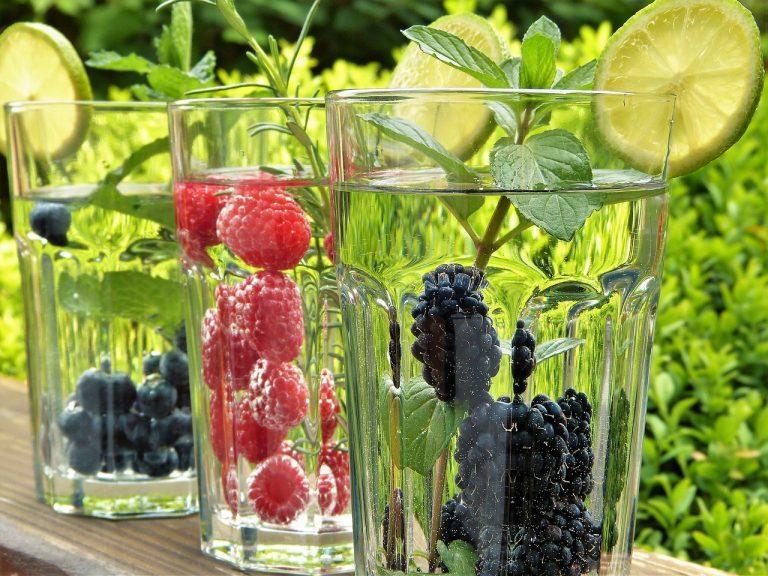 lato woda owoce dieta